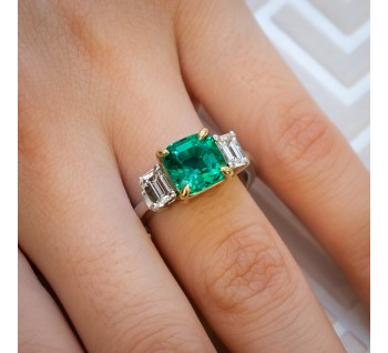 No Oil Colombian Emerald & Diamond Ring