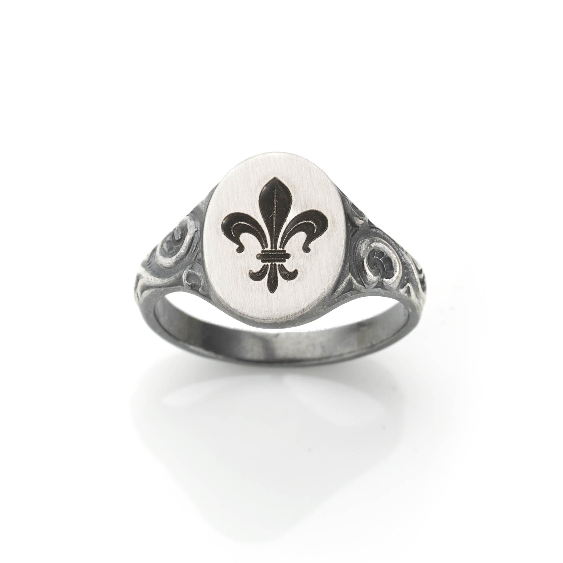 fleur-de-lys-silver-signet-ring — Jewellery Discovery