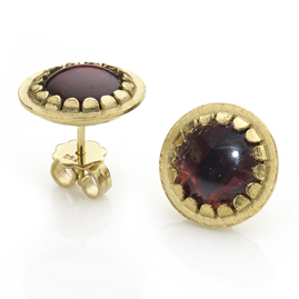 Cabochon garnet gold earrings
