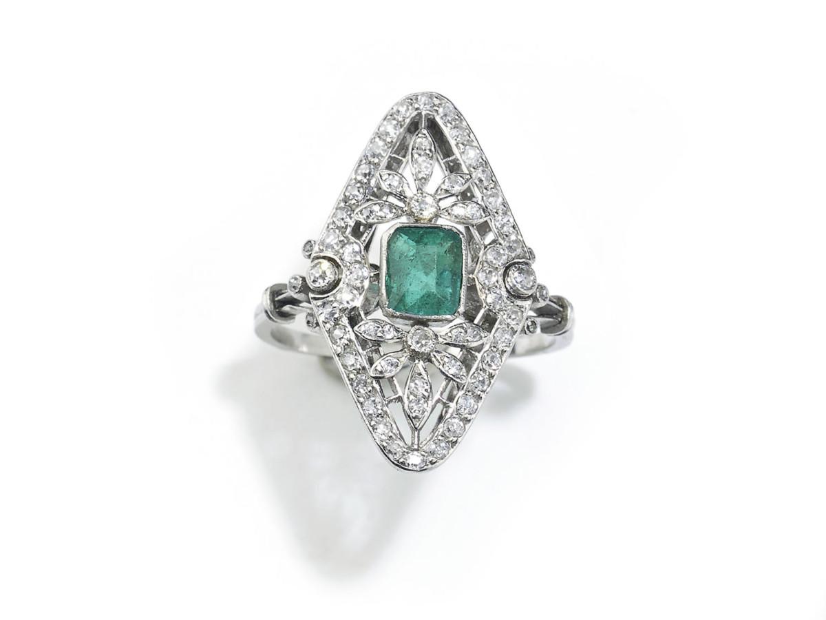 Antique Edwardian Emerald & Diamond Ring