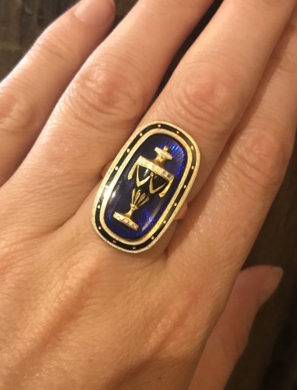 Georgian enamel and goldmemorial ring Urn blue white enamel