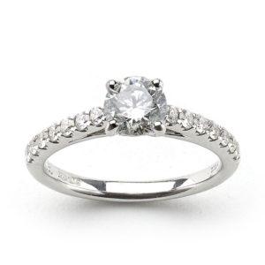Diamond engagement ring round 0.75 carats
