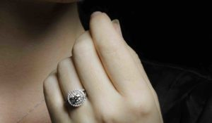 top tips for buying an engagement ring, What to look for and know the 4 C s