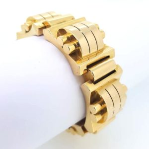 Vintage Geometric Design 18ct Yellow Gold Bracelet, Circa 1940's. A statement piece reflective of the time period. Total weight: 117.5g