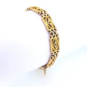 Victorian gate bracelet, central wreath design, 15ct yellow gold, 22.4g