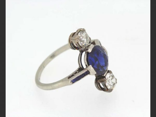 Art Deco Natural Sapphire and Diamond Ring, square cut sapphire shoulders, c.1920