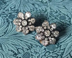 Second hand Vintage jewellery gifts