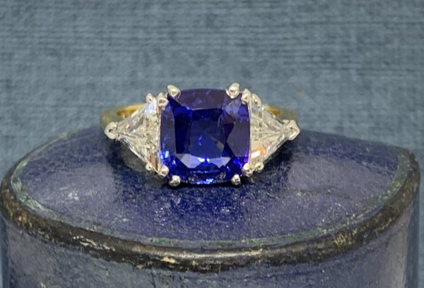 Sapphire and diamond engagement ring 4 carats