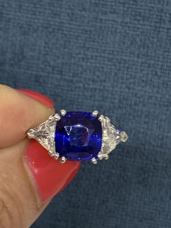 Jewellery Discovery London Sapphire and diamond cushion cut engagement ring 4 carats