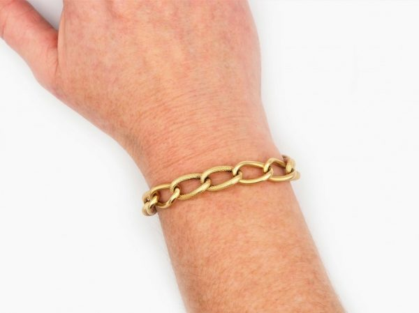 Vintage large curb link bracelet in 18ct yellow gold