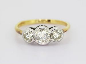Vintage Diamond Three Stone Ring, 1.10 carat total, 18ct Gold