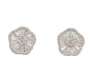 Round and Baguette Cut Diamond Cluster Earrings, 6,21 carats