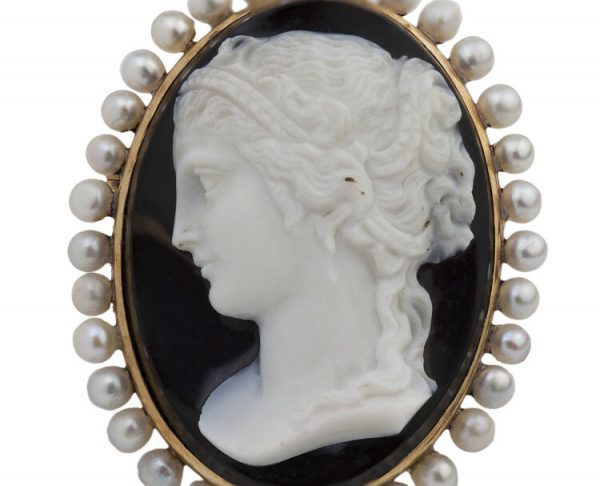 Antique French Victorian 18 Carat Gold Sardonyx Shell Cameo on Onyx circa 1850s