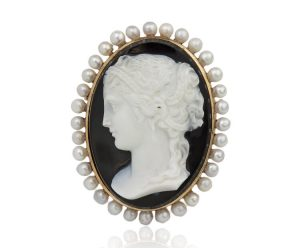 Antique French Victorian 18 Carat Gold Sardonyx Shell Cameo on Onyx, circa 1850s