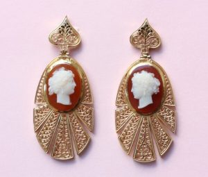 Antique Victorian Cameo and 18ct Yellow Gold Openwork Drop Earrings