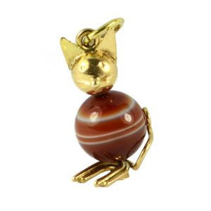 Banded Agate and 18ct Yellow Gold Cat Charm Pendant