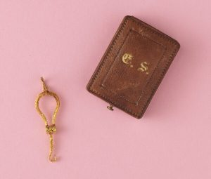 Antique 18ct Gold Button Hook Pendant with Monogrammed Case
