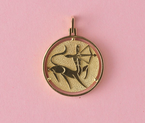 Vintage 18ct Yellow Gold Sagittarius Pendant; circular pendant featuring Sagittarius Zodiac star sign in relief on a textured background, with polished surround
