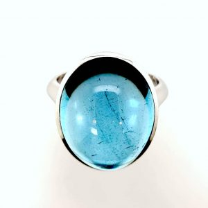 Modern 15.17ct Aquamarine and Diamond Ring