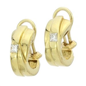 Vintage Boodles Diamond set 18ct Yellow Gold Clip on Earrings; each set with a 0.15 carat princess cut diamond. Comes in original box. Circa 1970s