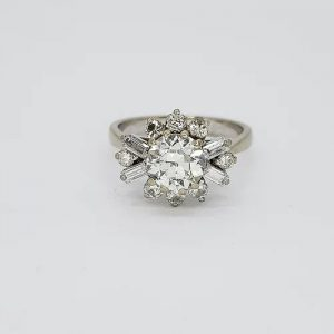 Vintage Diamond Cluster Ring in 18ct Gold, 1.25 carats, Circa 1960s