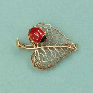 A French 18ct Yellow Gold Leaf Brooch with pierced gold veins and a small ladybird with black and red enamel. Attributed to Cartier, numbered 020 456