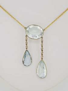 Aquamarine and Diamond Pendant Necklace in 18ct Yellow Gold, 25.00cts
