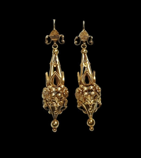 Antique Basket Weave 18ct Yellow Gold Drop Earrings; constructed of detailed yet light gold work which is 3D in 360 degrees. English, Circa 1840