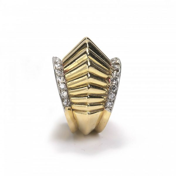 Vintage 1940s French Fluted Yellow Gold and Diamond Ring, 1.10 carat total