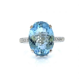 Oval Aquamarine Dress Ring with Diamond Set Shoulders; 5.62ct oval faceted aquamarine with diamond detailing to the mount and shoulders, in 18ct white gold