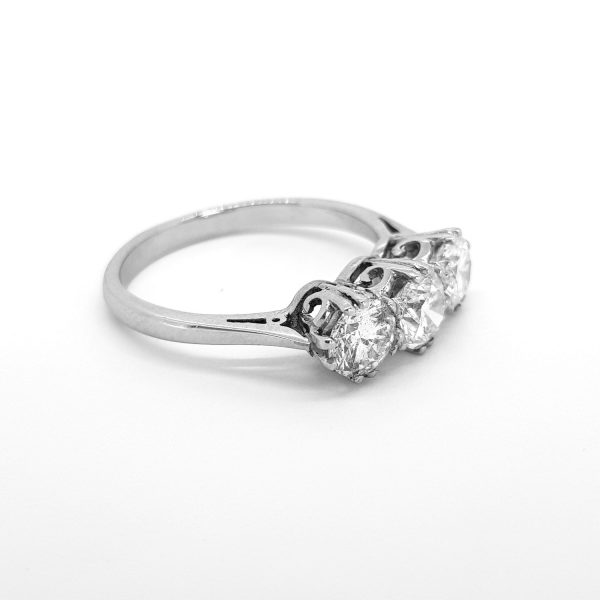 Diamond Three Stone Ring, 1.90 carats G Colour SI1 Clarity, diamond trilogy ring claw set with three round brilliant-cut diamonds, in 18ct white gold