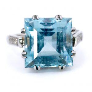 Vintage 11ct Aquamarine and Diamond Ring